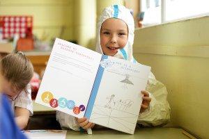 School Science Project Abbvie, Kid enjoying activities.