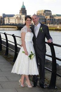 Bride & Groom in Dublin, stunning wedding photo with Custom House.