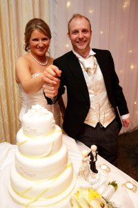 Bride and Groom cutting wedding cake at Castleknock Golf and Country Club.
